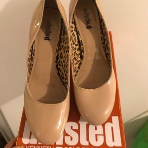 Nude color unlisted high heels shoes